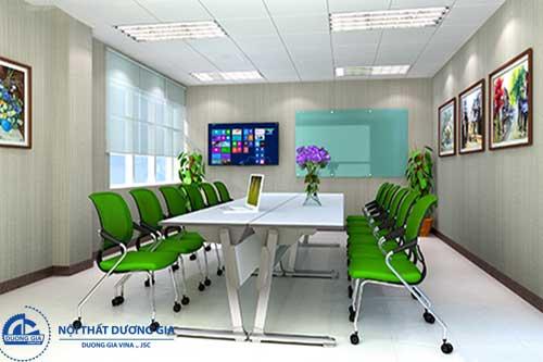 Phòng họp nhỏ trở nên tươi sáng hơn nếu tận dụng được ánh sáng tự nhiên