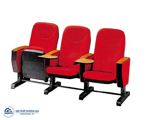 Dùng ghế hội trường có kèm bàn viết tạo nên sự chuyên nghiệp