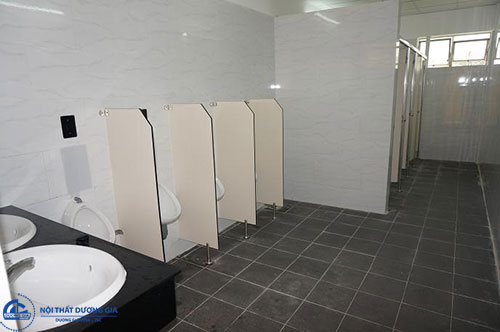 Chọn vách ngăn nhà vệ sinh giá rẻ có kích thước phù hợp