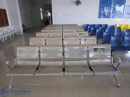 Nên mua ghế chờ bệnh viện chất liệu gì?