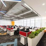 Bảng giá bàn văn phòng có vách ngăn bị tác động bởi yếu tố nào?