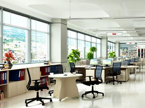 Kích thước bàn văn phòng cân đối với các sản phẩm nội thất khác