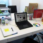 Làm thế nào để chọn được cách sắp xếp bàn làm việc khoa học?