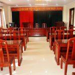 Tìm hiểu về những ưu nhược điểm của bàn ghế hội trường bằng gỗ