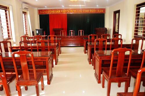 Bàn ghế hội trường bằng gỗ có ưu điểm gì?